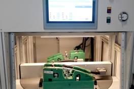 Induktive Sensoren mit Doppelfunktion: robust und einfach zu montieren