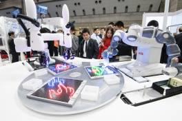 ABB und Kawasaki präsentieren für kollaborative Roboter einheitliche Bedienoberfläche