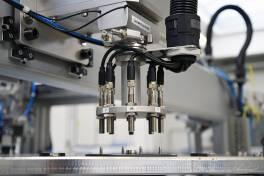 Zuverlässiger Polarisations-Check in Rotor-Produktionslinie