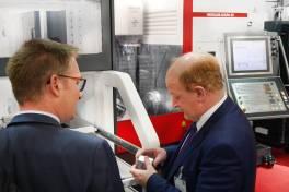 EMO 2019: Niedersächsischer Finanzminister Reinhold Hilbers zu Gast bei Hedelius