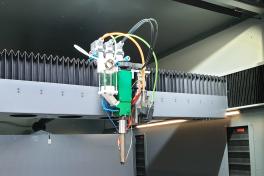 Eine Maschine für Filament-, Granulat-, 3- & 5-Achs-Druck