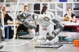 YuMi: ABB-Roboter setzt seit fünf Jahren neue Standards in Sachen Kollaboration