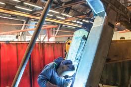 Gleisbaumaschinen-Hersteller Matisa schweißt mit Fronius-Geräten