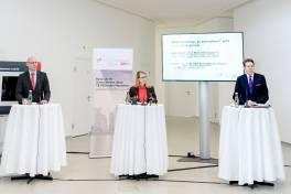 Wirtschaftsministerin Schramböck besucht Export-Champions im 3D-Druck
