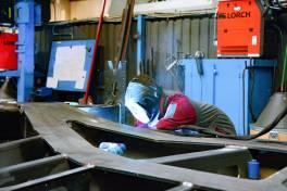 Stahlharte Schweißnähte für Schwerlasttransporter