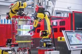 Zwei Roboter, Hunderte Bauteilgeometrien