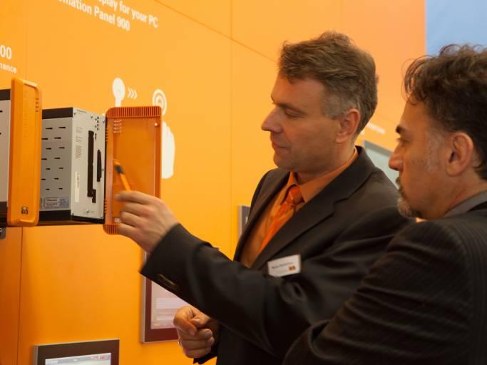 Teil der Leistungsschau auf der Hannover Messe ist auch der neue Box-PC von B&R, der Automation PC 910 – der Performance-stärkste Industrie-PC am Markt.