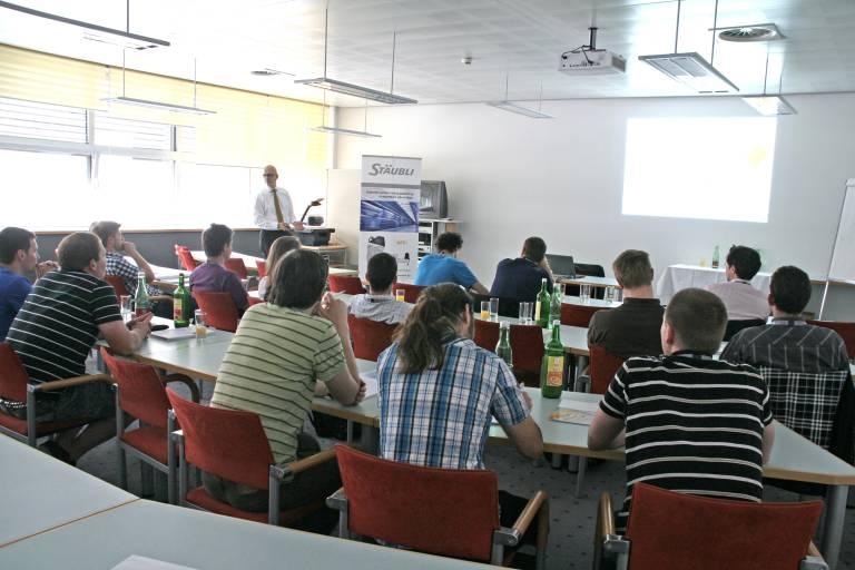 Sehr gut besucht waren die Applikationsworkshops zum Thema Robotereinsatz und Roboterintegration.