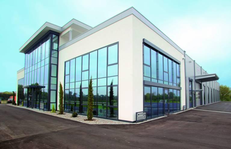 Der neue Firmensitz des Familienunternehmens Thoman Biegemaschinen in Breisach-Oberrimsingen.