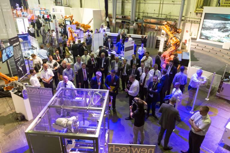 Annähernd 40 Exponate präsentierte ABB in der Roboterhalle mit einem breiten Spektrum an Anwendungen und Lösungen für unterschiedliche Industriesegmente.