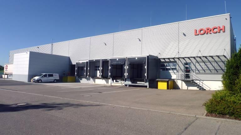 Das Lorch-Logistikzentrum mit Anbau neben der Zentrale in Auenwald. (Bildquelle: Lorch)