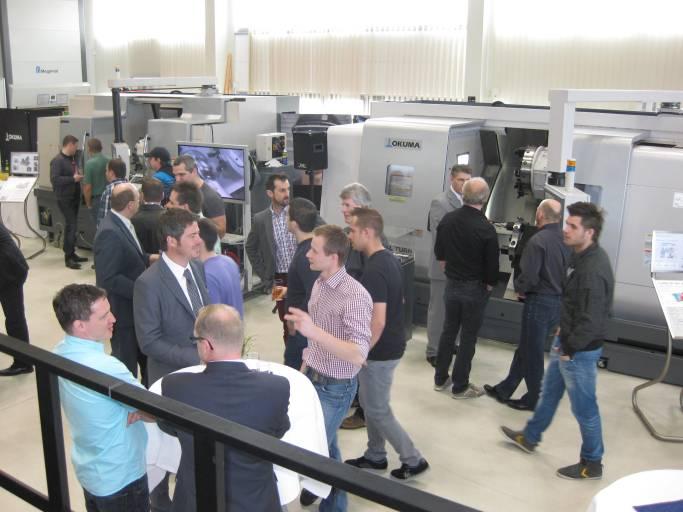 Rund 200 Teilnehmer überzeugten sich beim Drehseminar Let's turn von den Vorteilen innovativer Maschinen- und Werkzeugtechnologie von Okuma und Walter.