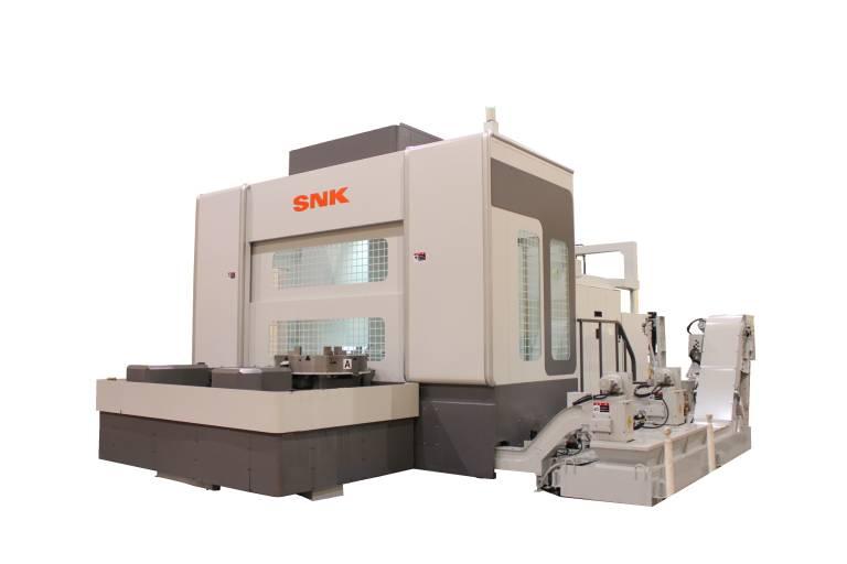 Das CMV100T von SNK ist eine hybride Werkzeugmaschine, wo der Bearbeitungsbereich mit dem Drehtisch und der Hochgeschwindigkeitsspindel vollständig umschlossen ist. Ein automatischer Palettenwechsler erhöht die Flexibilität und reduziert die Nebenzeiten.