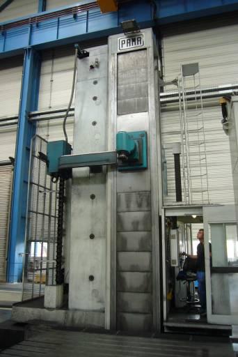 Blick auf das Fahrständer-Bohrwerk Speedram 2000 bei Siempelkamp.