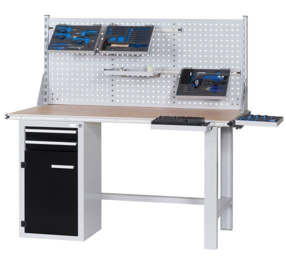 CLIP-O-FLEX fixiert die Arbeits-/Lagerfläche oder das Ordnungssystem mit einem Clip und ermöglicht die flexible Handhabung von unterschiedlichsten Arbeitsflächen, Ordnungssystemen mit Kleinteilen oder auch Werkzeugsortimenten.