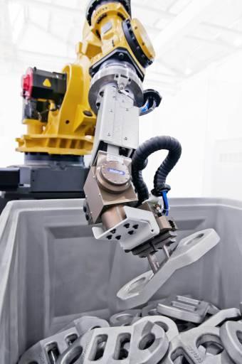 """Intelligente Werkstückhandhabung: Liebherr-Robotersysteme für den """"Griff in die Kiste""""."""