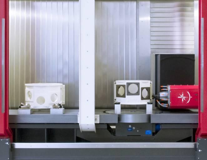 Die durchdacht gestalteten Arbeitsräume der Tiltenta-Baureihe sorgen für Übersichtlichkeit und Sauberkeit. Die serienmäßige Vollverkleidung schützt zuverlässig vor Spritzwasser und Lärm.