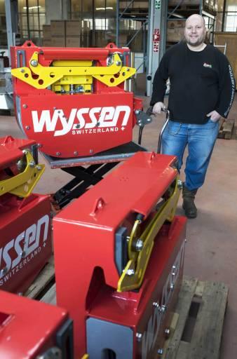 Jürg Wyssen mit einem Laufwagen (Modell HY-2).