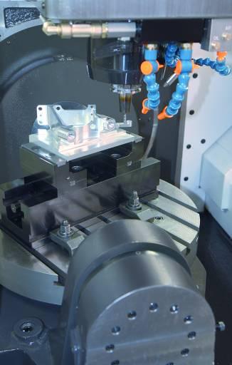 Die HEM 500U bietet einen guten Überblick über den Bearbeitungsprozess, einfache Beladung und leichten Zugang zum Werkstück.