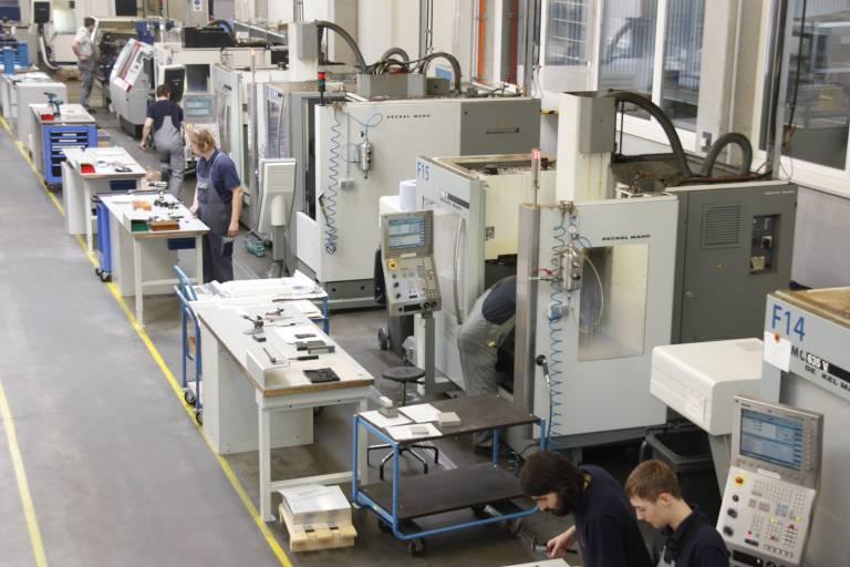 Im Bereich der CNC-Fräsbearbeitung verfügt Prohan mit insgesamt 12 Maschinen von DMG /MORI SEIKI über einen sehr flexiblen und breit gefächerten Maschinenpark.