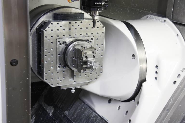 Vor allem kleine, komplexe Maschinenbauteile werden auf dem neuen 5-Achs-Bearbeitungszentrum von GF AgieCharmilles gefertigt.