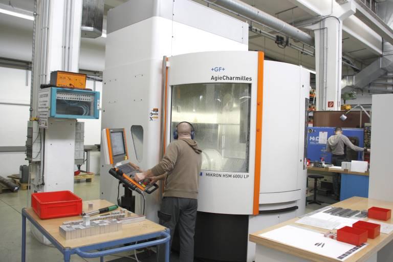 Mit der MIKRON HSM 600U LP investierte Rejlek vor allem in 5-Achs-Bearbeitung mit schnellen Werkzeugwechselzeiten.