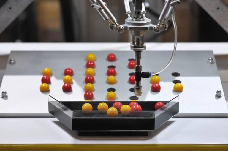 Effizienz und Nachhaltigkeit sowie alle Aspekte der Robotik sind die Leitthemen der AUTOMATICA 2014.