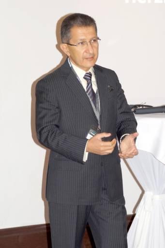 Dr. Vaheh Khachatouri, Geschäftsführer V-Research, bei einem der Vorträge im Rahmes des Expertenseminars.