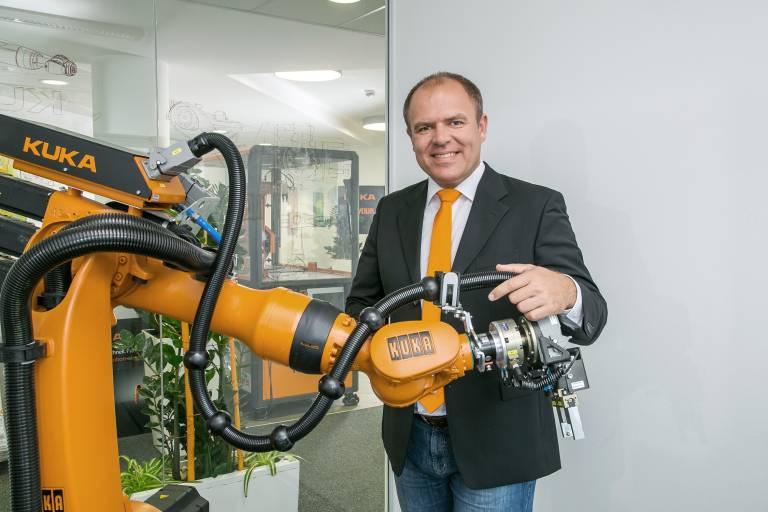 Mario Grässl, MIM, MBA, verstärkt seit Mai das KUKA Vertriebsteam am Standort Linz.
