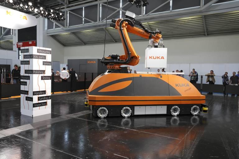 Innovative mobile Roboterlösung von KUKA für die Großteilebearbeitung.