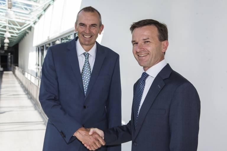 Andrew Fowles, Regional President Europe von Reed Exhibitions International (im Bild links), gab die Bestellung von Mag. Martin Roy als Vorsitzender der Geschäftsführung und CEO von Reed Exhibitions in Österreich mit Wirkung 1.1.2015 bekannt.