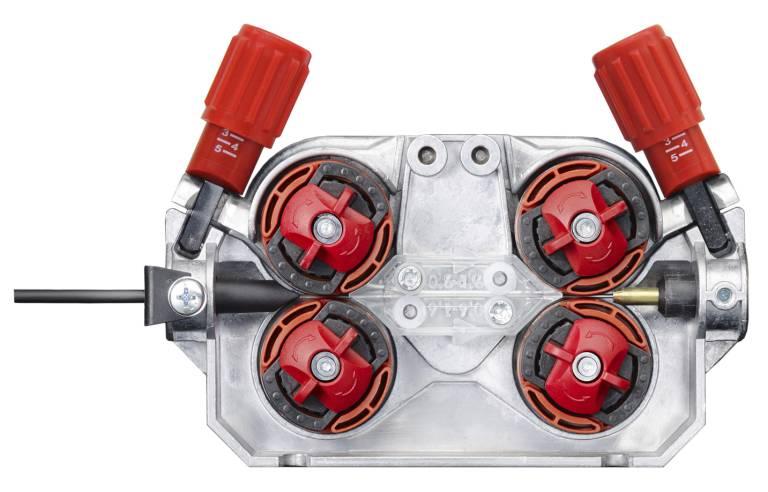 Die vier paarweise angeordneten Drahtvorschubrollen transportieren den Draht sicher und zuverlässig. Stellschrauben sorgen für den optimalen Anpressdruck.