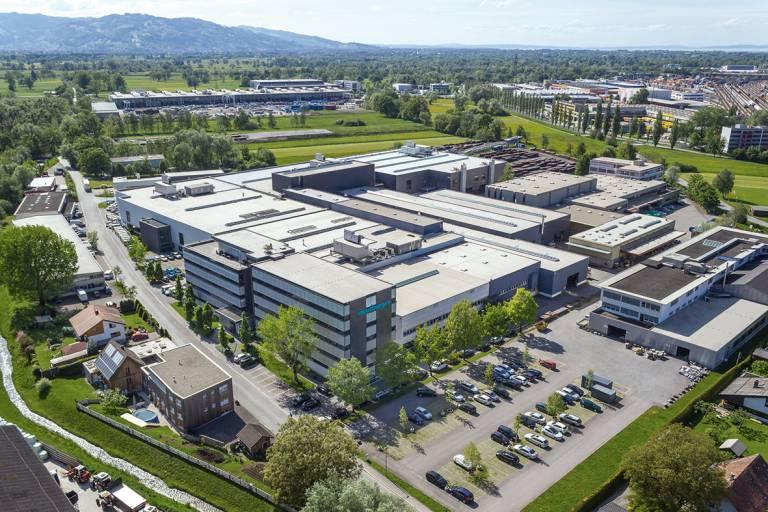 Das Meusburger Betriebsgelände am Standort Wolfurt in Vorarlberg. Bildnachweis: Fotos (Meusburger)