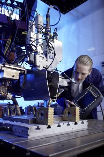 Der Laser-Hybridschweißprozess kombiniert die Vorteile von Laserstrahl- und Metallschutzgasschweißen.