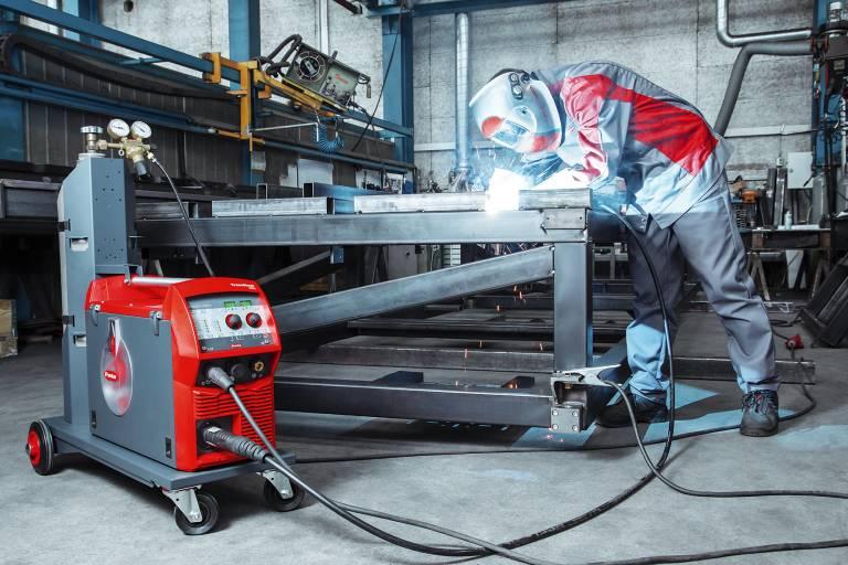 Das Schweißsystem TransSteel 2500 Compact von Fronius ist besonders für Anwendungen konzipiert, bei denen es auf geringen Platzbedarf ankommt. (Bilder: Fronius International GmbH)