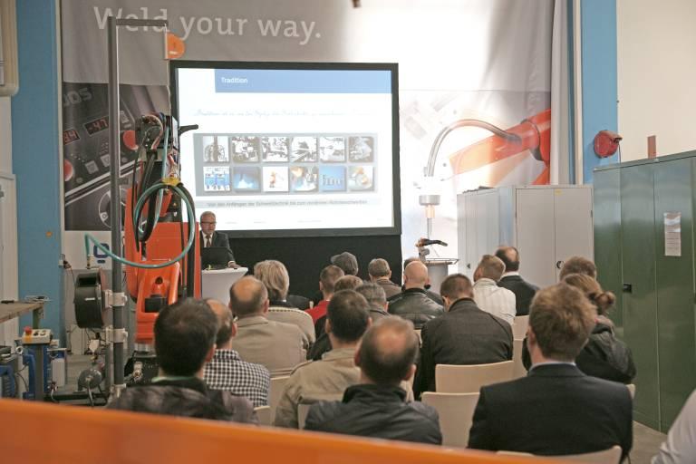 Den rund 110 Besuchern an beiden Tagen wurden unter anderem Fachvorträge in den Themenbereichen Robotertechnik, Schweißen und Absaugung geboten.