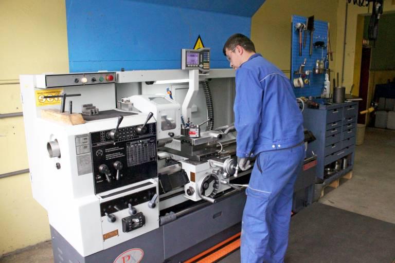 Mit der PX2060 wurde seitens Eisenbeiss bewusst eine einfache Maschine ausgewählt, damit diese von jedem Mitarbeiter bedient werden kann.