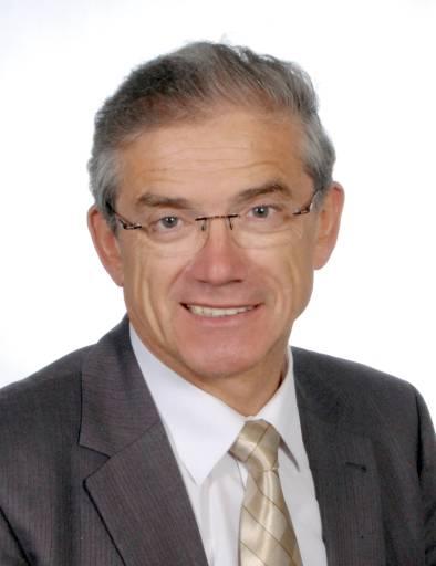 """Prof. Dr.-Ing. Eberhard Abele, geschäftsführender Institutsleiter des Darmstädter PTW, stellt auf der AMB das Projekt """"eta-Fabrik"""" vor, welches das Zusammenspiel von Gebäuden, technischer Gebäudeinfrastruktur und Produktionsmaschinen untersucht."""