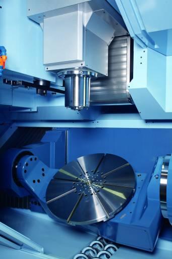 Die MX-850 bearbeitet Werkstücke mit Ø 850 mm x H 450 mm und einem Gewicht bis zu 500 kg und sieht 60 Werkzeugplätze vor.