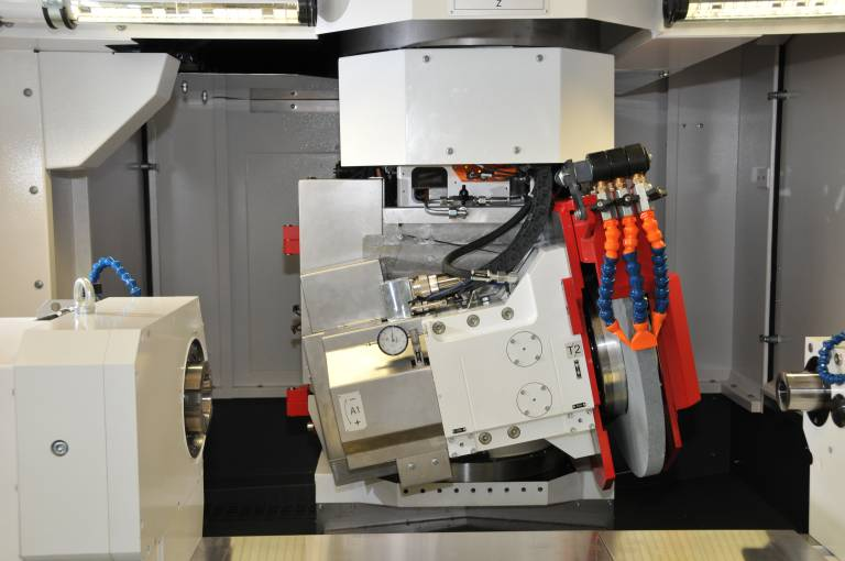 Die neue A-Achse auf den beiden Studer Universalschleifmaschinen S41 und S22 bietet neue Möglichkeiten für das Gewindeschleifen auf Universal-Rundschleifmaschinen.