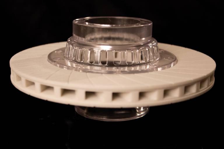 Die Möglichkeit, einbaufertige Teile schnell und einfach herzustellen, eröffnet sowohl im Rapid Prototyping als auch im Rapid Manufacturing neue Möglichkeiten, Durchlaufzeiten zu reduzieren. (Bild: 3D Systems)