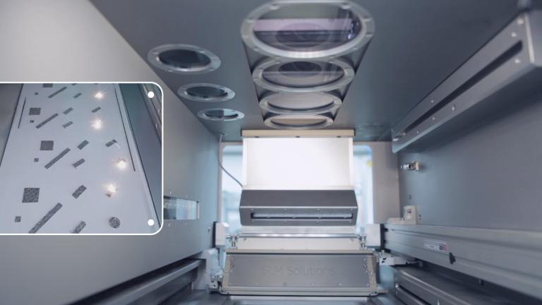 Vier parallel arbeitende Laser steigern die Baugeschwindigkeit der SLM 500HL.