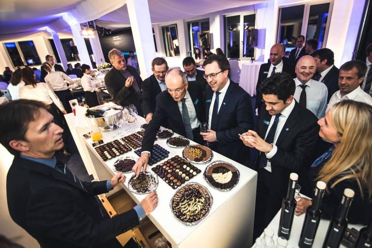 Im Rahmen der Robotertage 2015 wurde am Abend die Eröffnung des neuen Firmengebäudes gebührend gefeiert.