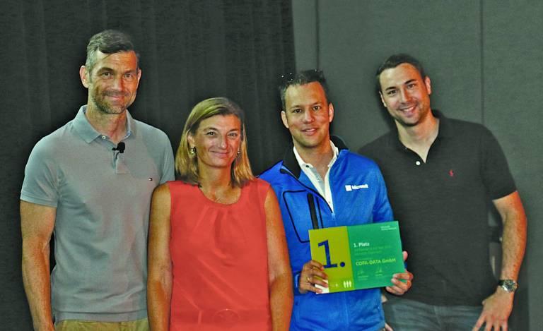 Im Rahmen der diesjährigen Microsoft Worldwide Partner Conference in Orlando, Florida überreichte Microsoft Österreich Geschäftsführerin Dorothee Ritz den Preis an die COPA-DATA Repräsentanten Phillip Werr und Johannes Petrowisch.