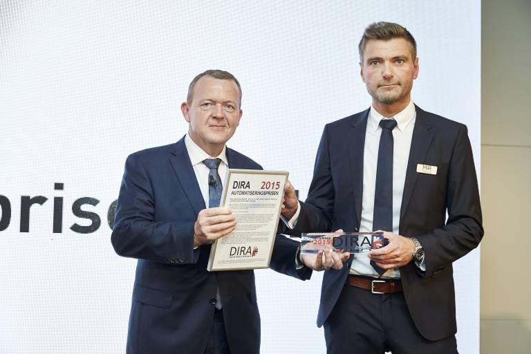 Der diesjährige DIRA Automatisierungspreis 2015 ging an Mobile Industrial Robots (MiR) und wurde von Lars Løkke Rasmussen, Premierminister in Dänemark an Thomas Visti, CEO bei Mobile Industrial Robots übergeben.