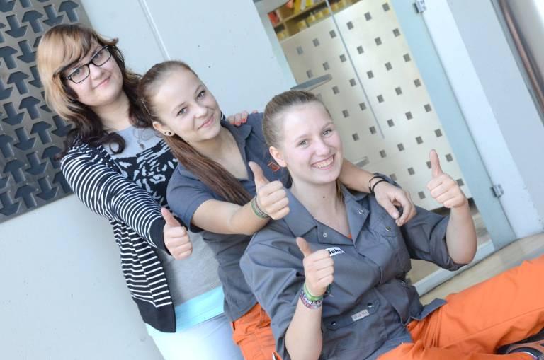 V. l.: Im Dreierpack bei Schinko: Melanie Winkler (19), Kerstin Wansch (15) und Melanie Kastler (18).