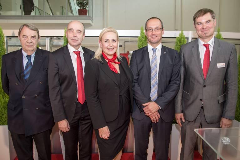 V.l.n.r.: Senator h.c. KommR DI Dr. Richard Schenz, DI Johann Soder, Moderatorin Ulla Theussl, Dr. Jürgen Zanghellini, DI Wilhelm Hofmann (Fotograf: Matthias Buchwald)