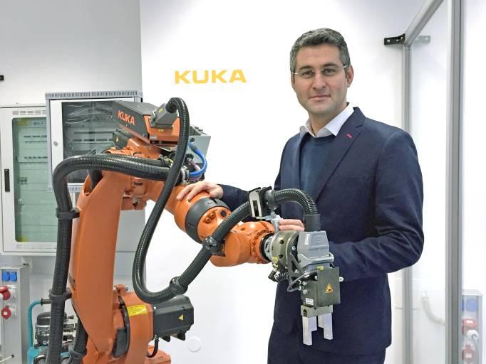 Hamzeh Hamzeloo, Application Engineer bei KUKA.