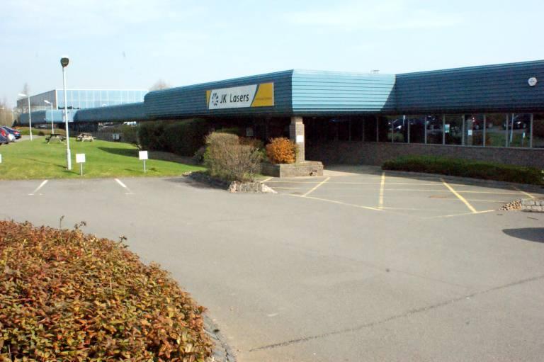 JK Laser stellt in Rugby (GB) seit 1972 Hochleistungslaser für industrielle Anwendungen her.