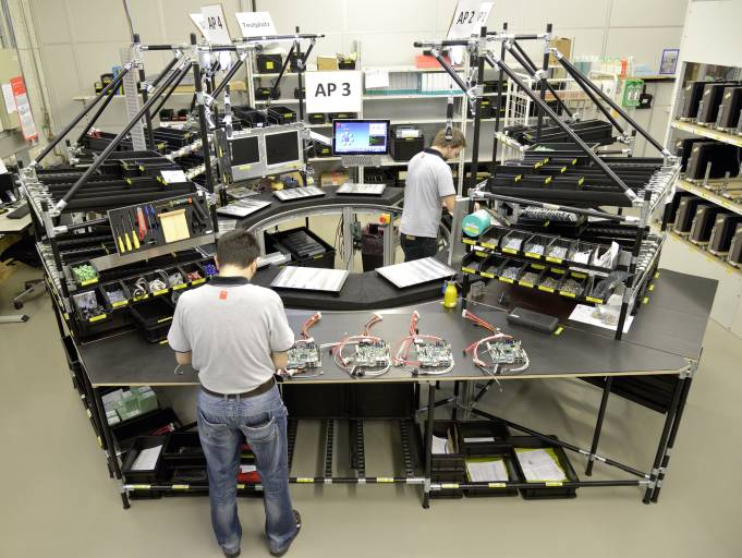 Bei Bystronic können in der Kreismontage bis zu zehn PCs gleichzeitig aufgebaut werden.